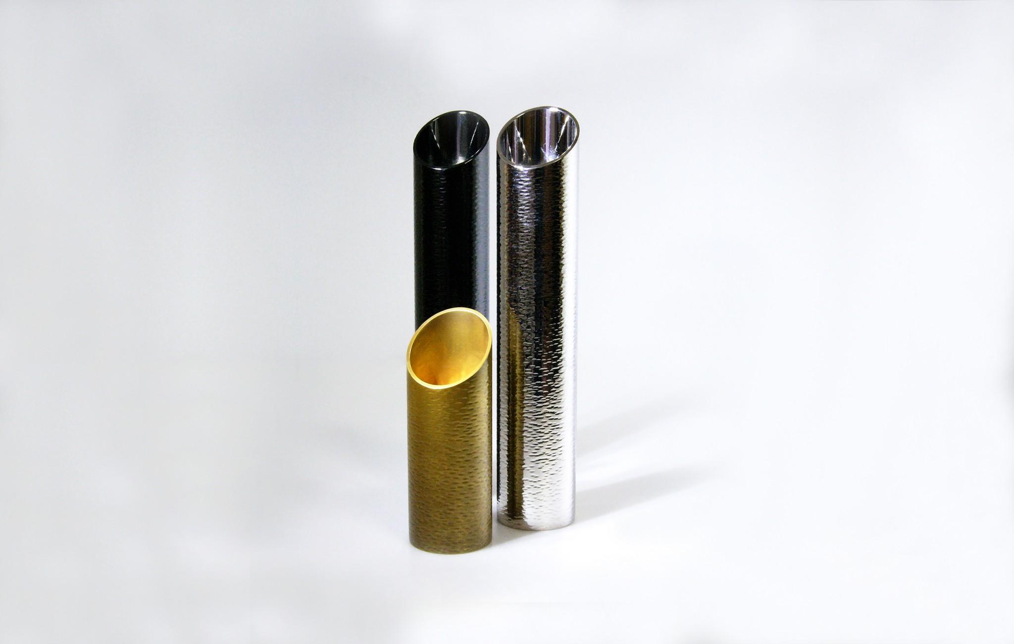 真鍮製 / ロジウムめっき、黒ニッケルめっきの他、金めっき古色仕上
